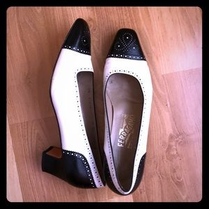 Vintage Ferragamo pumps in blank and white